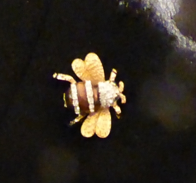 glc-p1060413-bee-brooch